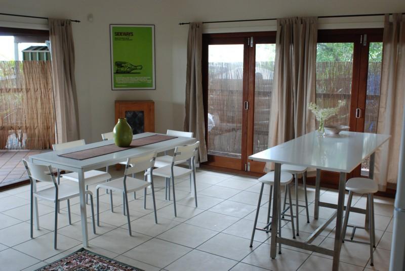 Dining & Entertainment - Cliff Top Villa in Trendy Bulimba-Inner Brisbane - Brisbane - rentals
