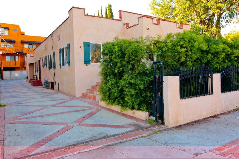 Property Entrance - Driveway - Hollywood-Melrose Area Apartment - Gated Parking - Los Angeles - rentals