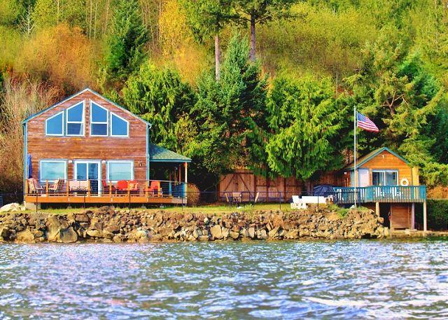 Giggle Fish Beachfront Cabin + Guest Boathouse (fully-fenced) + **2 Kayaks - Image 1 - Hoodsport - rentals