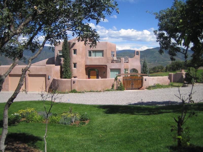 Villa Alta Vista. Sleeps 6. M'tn top aerie, views. - Image 1 - Aspen - rentals