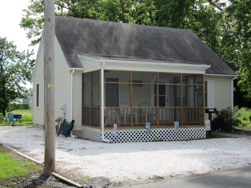 Sunshine Cottage - Sunshine Cottage - 6234 Sharpley Street - Chincoteague Island - rentals