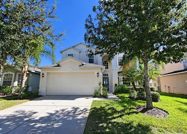 Front View - ISLA DEL SOL: 5 Bedroom Beautifully Furnished Pool Home in a Gated Community - Davenport - rentals