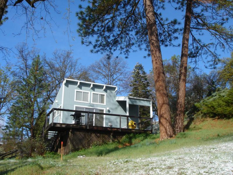 "House 2 - cozy cabin in the woods with an overlook balcony; patio furniture and propane barbeque - Sequoia Resort HOUSE 2 - ""Artist's Studio"" cabin - Badger - rentals"