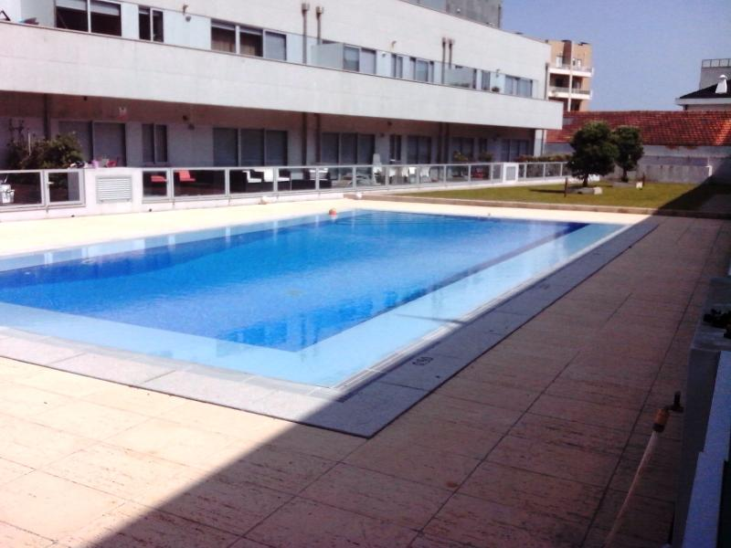 Swiming pool is in front of the apartmant terrace. - Beach house in Porto with pool - Matosinhos - rentals