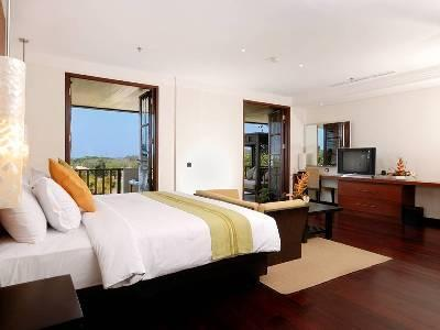 spacious master bedroom with terrace and views of golf course, hills, sea and greenery - Spacious Luxury 4Br Penthouse Nusa Dua - Nusa Dua - rentals
