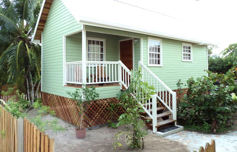 The Sea Garden Cottage-Single Family home with shared swimming pool - New Home with Swimming Pool - Caye Caulker - rentals