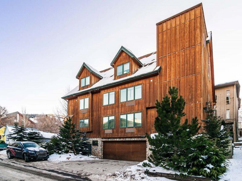 Park City Epic Lodge-Walk to America's Largest Ski Resort-Located in the Historic District-Two Large Living Areas, Private Hot Tub + Sauna, Gourmet Alpine Kitchen-, Elevator, Free High Speed Wi-Fi, Ample Parking and 10 Bedrooms-9.5 baths - Image 1 - Park City - rentals