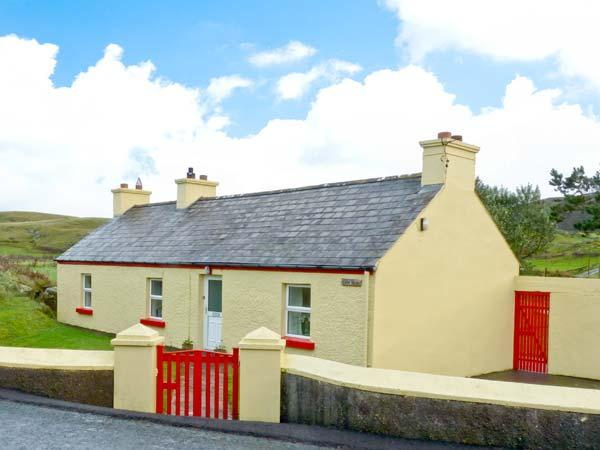 COSY NOOK all ground floor, countryside views, close to coast in Portsalon, County Donegal, Ref 11678 - Image 1 - Portsalon - rentals