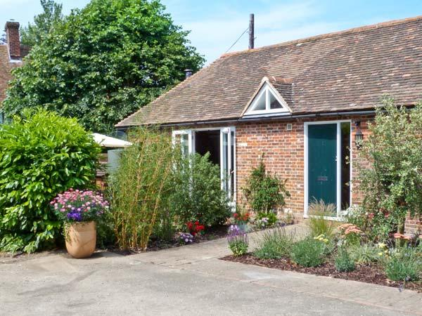 1 LITTLE RIPPLE COTTAGES, king-size bed, woodburner, close to Canterbury in Crundale, Ref 15334 - Image 1 - Canterbury - rentals
