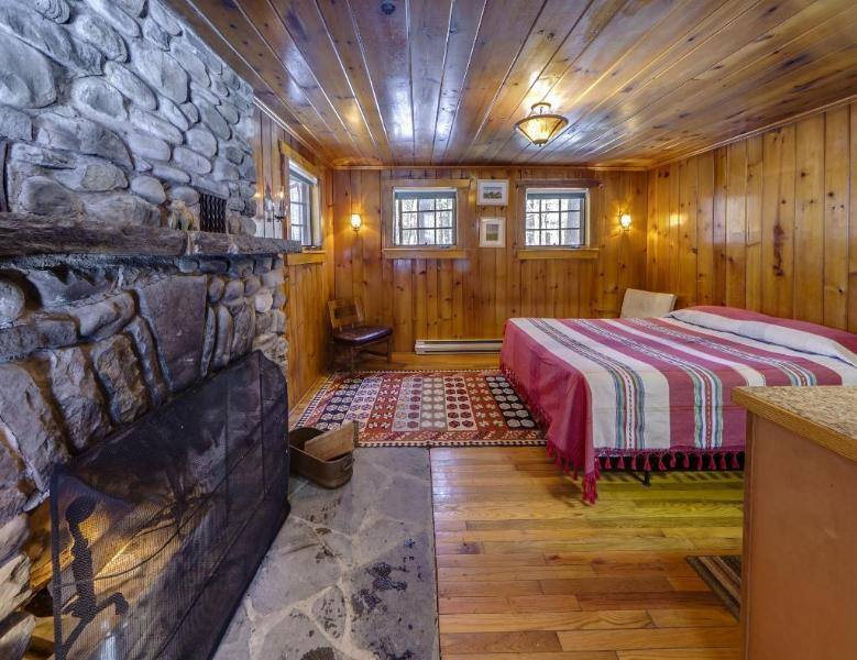 Knotty Pine Charming Cabin on 575 Acre Preserve - Image 1 - Milford - rentals