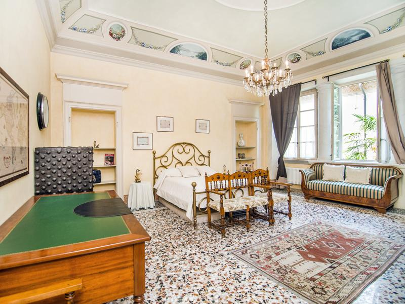 Master Bedroom - Luxury Lakeside Apartment in 18th Century Villa 1Km from Como Center! - Como - rentals