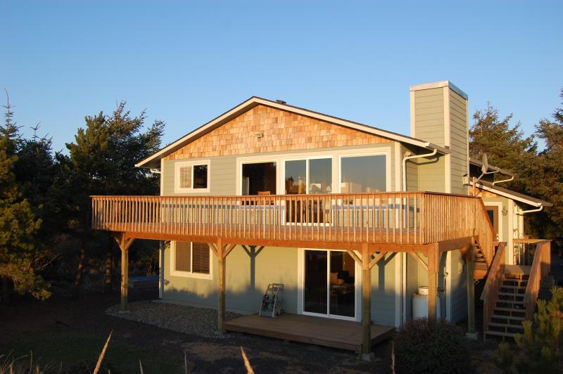 Front of House (West facing) - Nature Beach House - Oceanfront - Ocean Shores - rentals