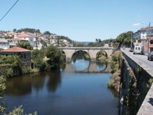 Roman bridge in Coja - Charming 3 bedroom house, pretty view over Rio Alva, Coja, river beach 200m - Arganil - rentals