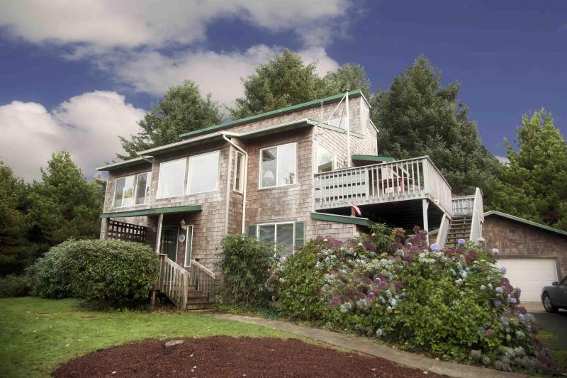 The Shell Haven - Short Walk to a Sandy Beach!  Private Hot Tub! - Yachats - rentals