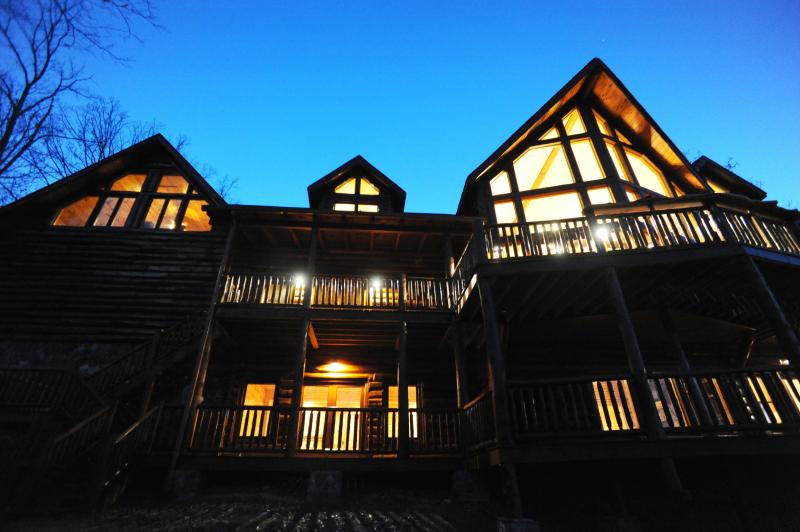 Luxury Mountain Lodge with Soaring Views-5,000SqFt - Image 1 - Blue Ridge - rentals