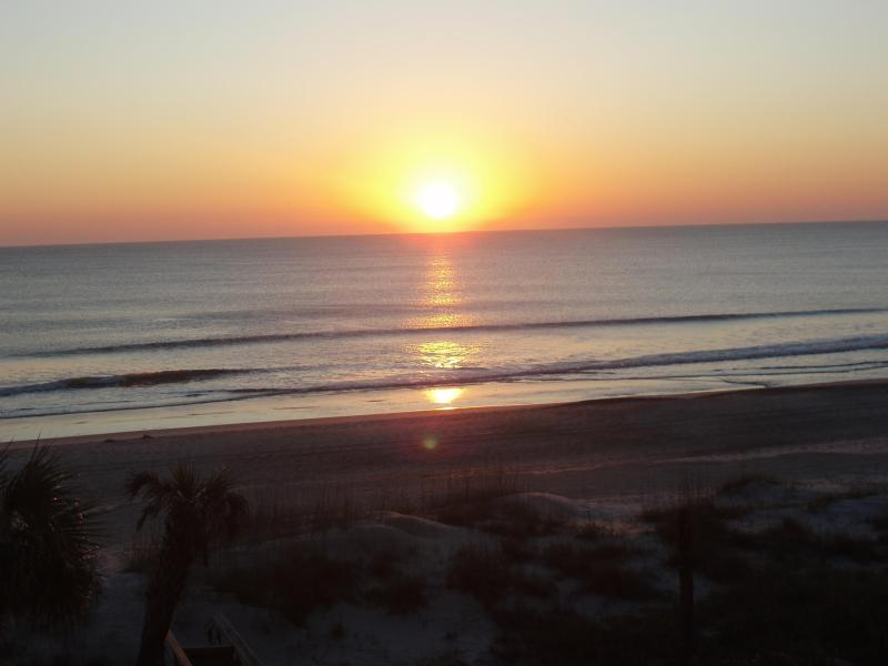 Sunrise from the balcony - Right on the beach!!! Breathtaking views! - Fernandina Beach - rentals