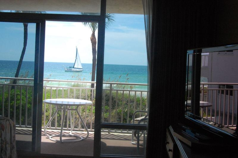 Sometimes a sailboat, other times a dolphin - Anna Maria Island Beachfront studio appartment - Bradenton Beach - rentals