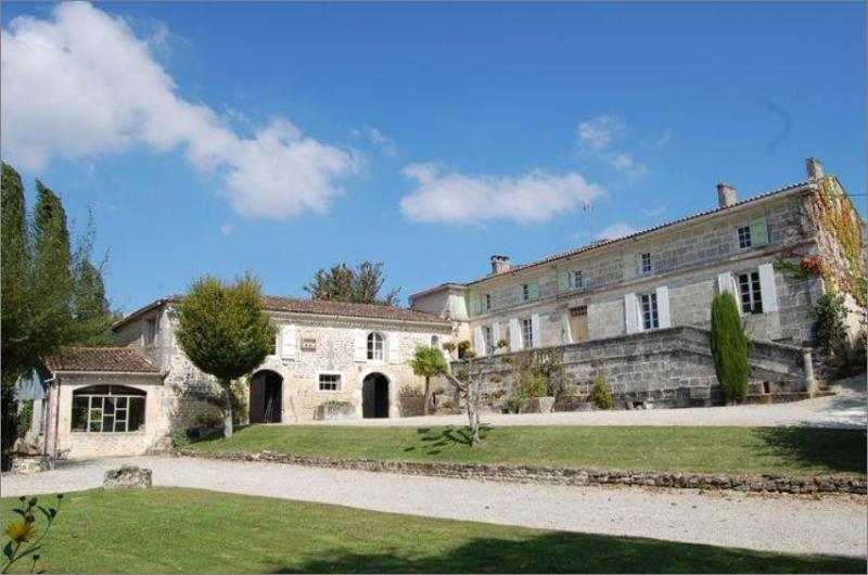 Idyllic Domaine Borgnette :Renovated 18th century farm  - distillery in Charentes region - Comfort & Privacy - Image 1 - Hiersac - rentals
