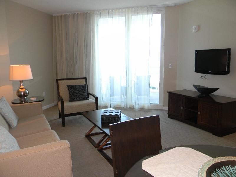 Palms Resort #11211 Jr. Suite - Book Online! 12 Floor! Destin's Largest Lagoon Pool! Buy 3 Nights or More Get One FREE  2014! PLUS get 5% off a stay in 2015! - Image 1 - Destin - rentals