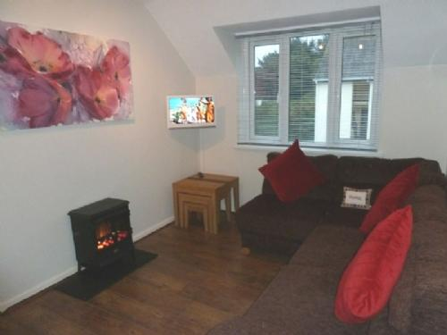 TREE TOPS APARTMENT, Bowness on Windermere - - Image 1 - Bowness & Windermere - rentals