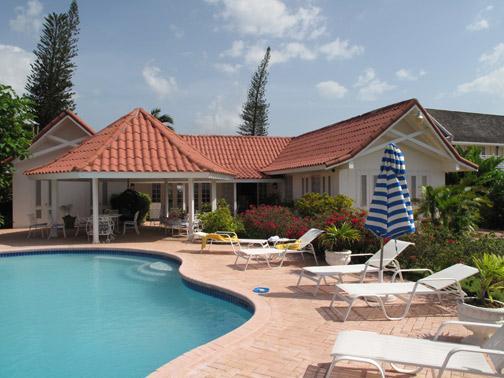 PARADISE PSU - 100791 - SPACIOUS   PRIVATE   3 BED   BEACHFRONT   FAMILY VILLA - RUNAWAY BAY - Image 1 - Discovery Bay - rentals