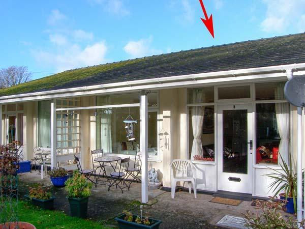 3 RIVERSIDE BUNGALOWS, single-storey property with lawned garden, off road parking in Llanbedr, Ref 21412 - Image 1 - Llanbedr - rentals