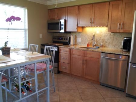 Update Kitchen - Fabalous -Chic and Trendy Condo in Historic District of the Island - Marco Island - rentals