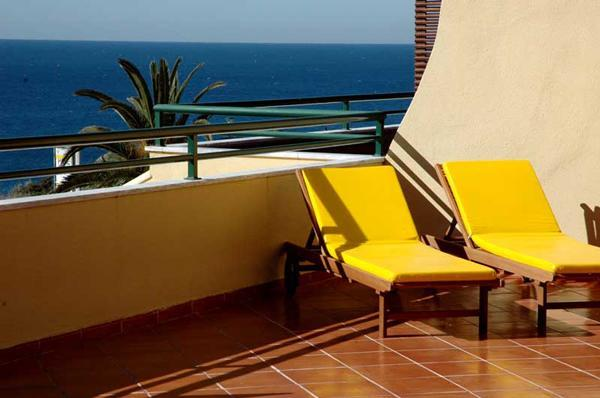 Terrace w/ Lounge Chairs - Ocean View II-Cascais 3-Bedroom Deluxe Ocean View - Cascais - rentals