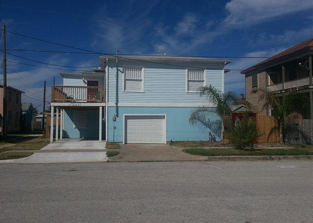 Webb House - Beachview, Separate Quarters, 4 BR, 2 BA, Wi-Fi, Sleeps 12 - Galveston - rentals