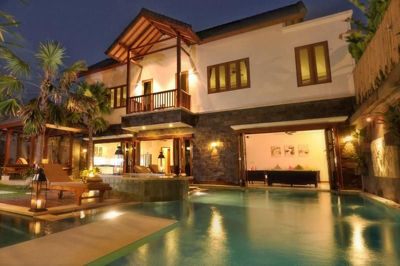 Main Pavillion - Luxurious Villa Annecy, walk to sea/shops/dining - Seminyak - rentals