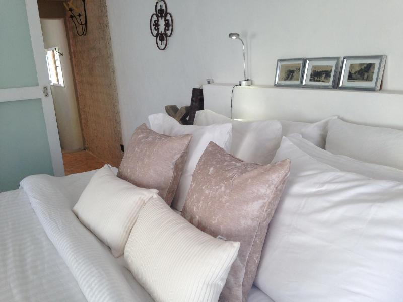 "Bed (facing bathroom) - ""Art + Design"" Colonial & Modern, Courtyards - Isla Mujeres - rentals"
