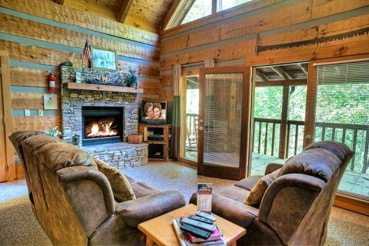 Living Area - COZY MOUNTAIN HIDEAWAY - Gatlinburg - rentals