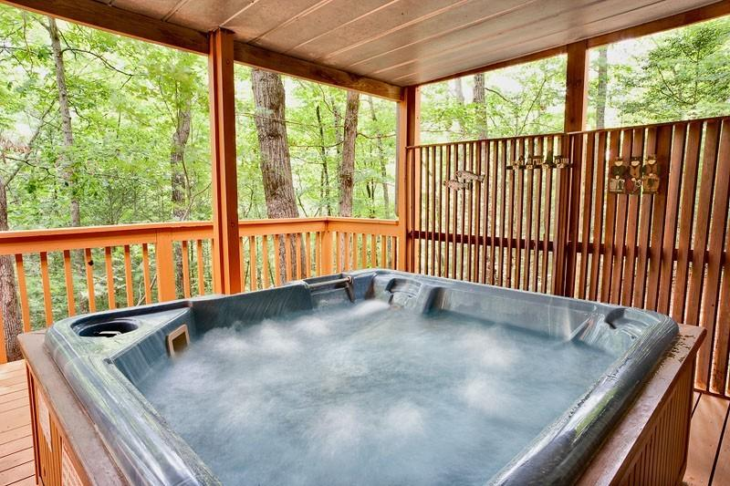 Jacuzzi - MOUNTAIN MEMORIES - Pigeon Forge - rentals