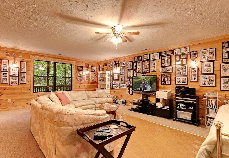 Living Room - A WONDERFUL LIFE - Gatlinburg - rentals