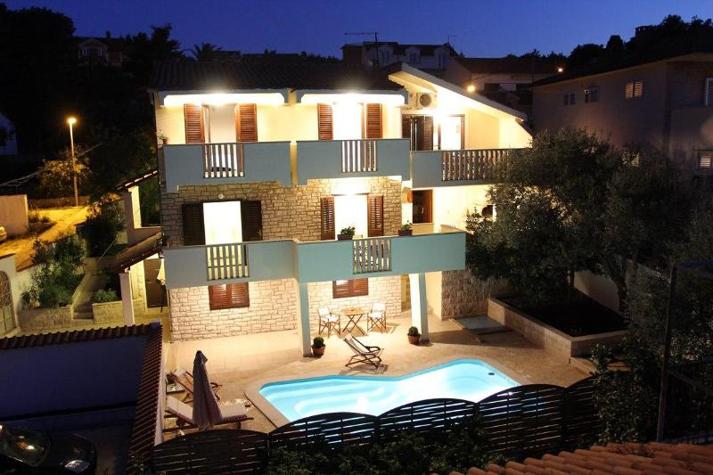 Holiday villa with a pool, Supetar, Brac - Image 1 - Supetar - rentals