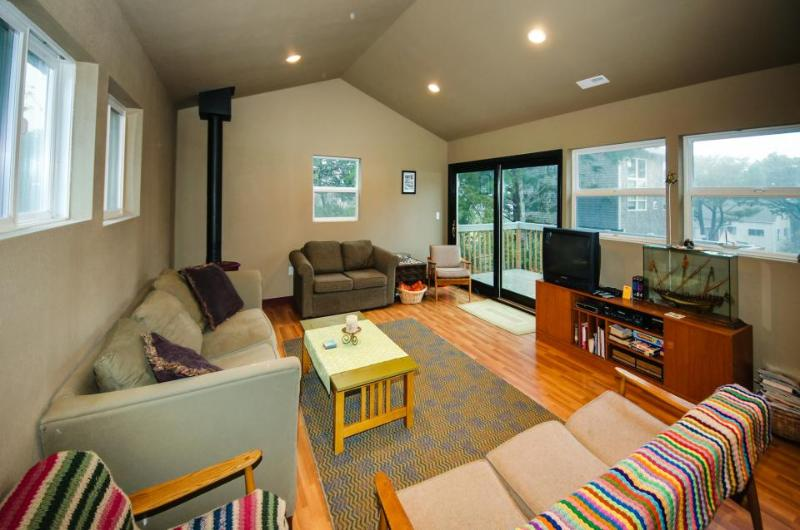 Lovely, oceanview Lincoln Beach home with game room - blocks from the shore - Image 1 - Lincoln Beach - rentals