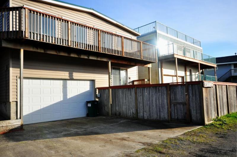 Ocean views and just 1 block to the beach! - Image 1 - Rockaway Beach - rentals