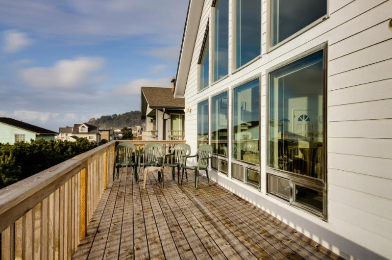 Private hot tub, pet-friendly, gorgeous ocean views! - Image 1 - Lincoln City - rentals