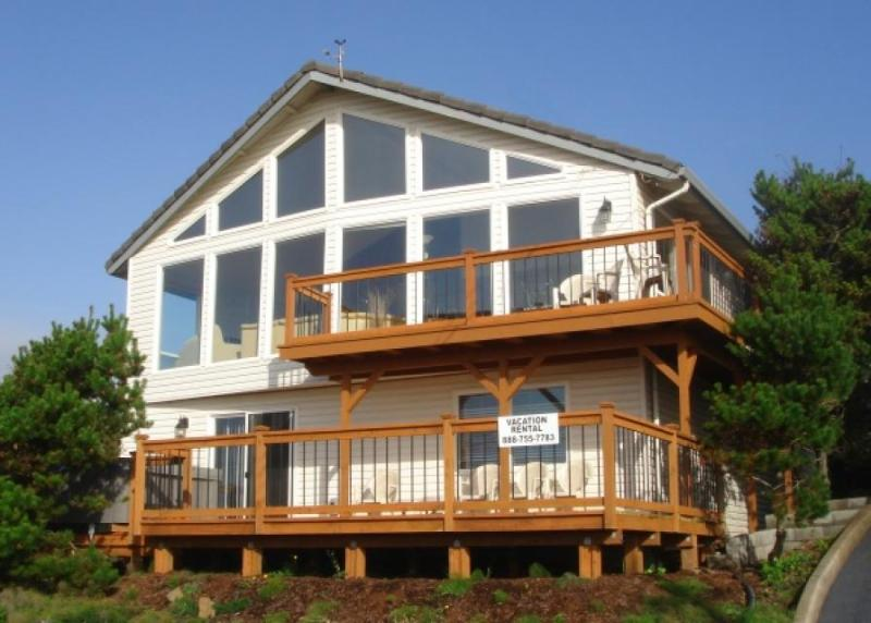 Private hot tub & ocean views in Road's End - Image 1 - Lincoln City - rentals