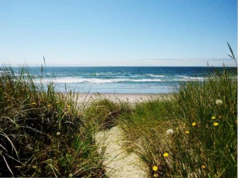 Chris's Oceanfront Getaway - Image 1 - Rockaway Beach - rentals