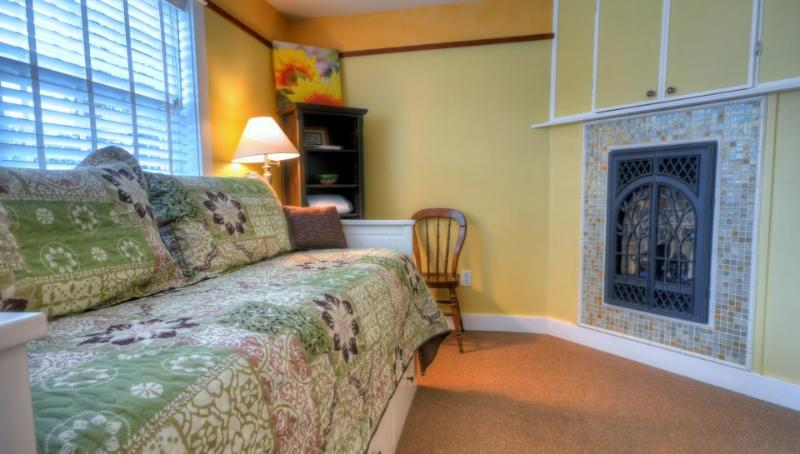 Hidden Villa Cottage #5 - The Sunflower Cottage - Image 1 - Cannon Beach - rentals