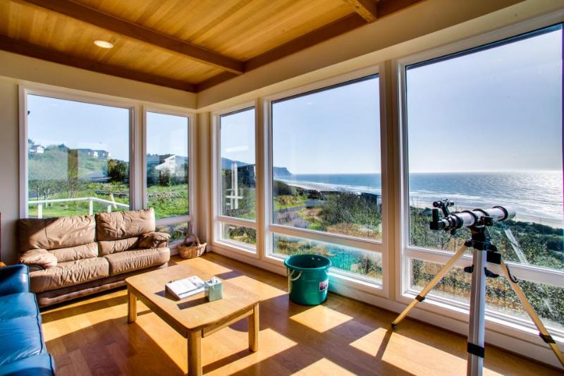 A luxury beach home with private hot tub, ocean views! - Image 1 - Neskowin - rentals