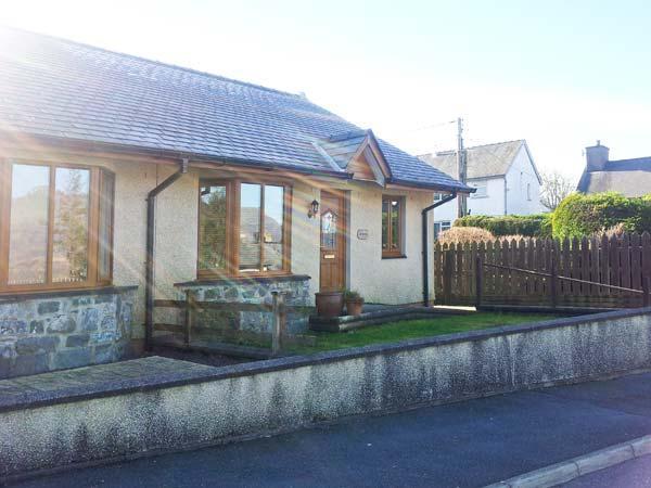 GORWEL, pet-friendly bungalow, close to shop and pub, walks from door, in Llan Ffestiniog, Ref 21481 - Image 1 - Llan Ffestiniog - rentals