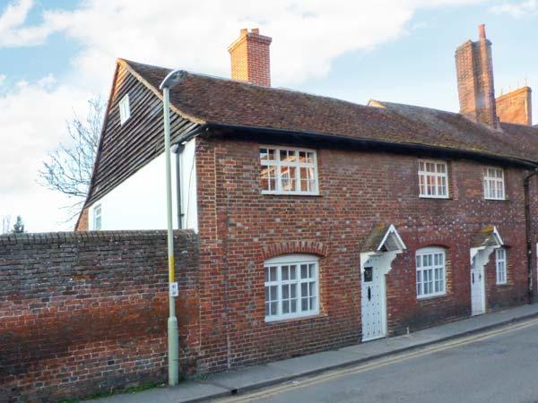 9 LINDEN GROVE city centre location, en-suite bathroom, off road parking in Canterbury Ref 23572 - Image 1 - Canterbury - rentals