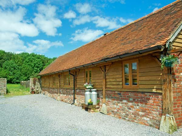 DAIRY BARN, pet-friendly luxury cottage in Kilmington near Mere Ref 23508 - Image 1 - Mere - rentals