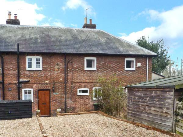 3 APSLEY COTTAGES, woodburner, off road parking, garden, in Canterbury, Ref 23423 - Image 1 - Canterbury - rentals