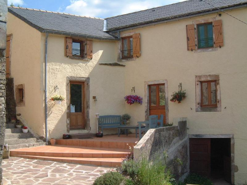 front entrance with seating area - Le Gouty - Aveyron - rentals