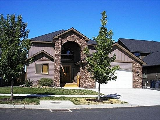 Covered Entrance and Double Car Garage - Elegance on the East Side, Spacious Home. Ideal for two families. - Bend - rentals
