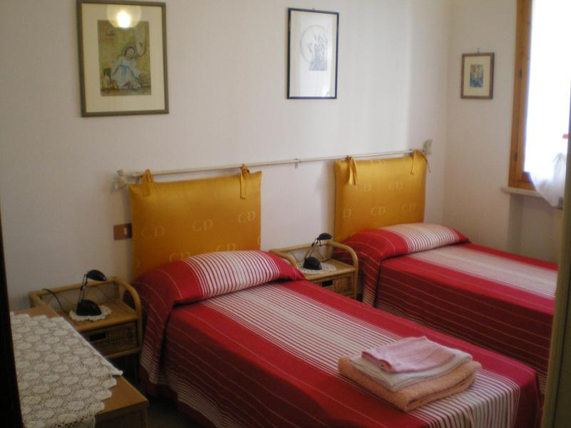 CAMERA DA LETTO - Cheap Apartment Rental in Pisa, Tuscany - Pisa - rentals