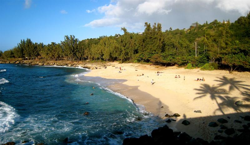 Three Tables Beach next to The Cottage - Waimea Bay Point, North Shore Cottage - Haleiwa - rentals